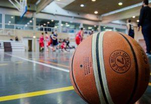 Postępuj zgodnie z następującymi wskazówkami, aby stać się lepszym graczem w koszykówkę